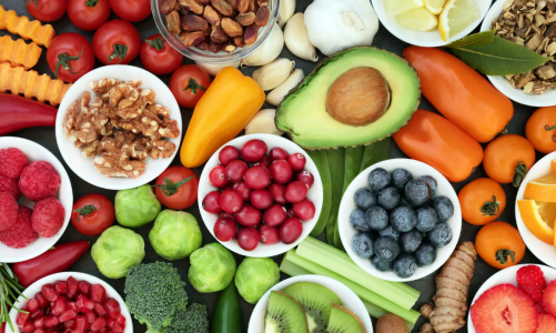 How should the elderly eat to get better nutrition