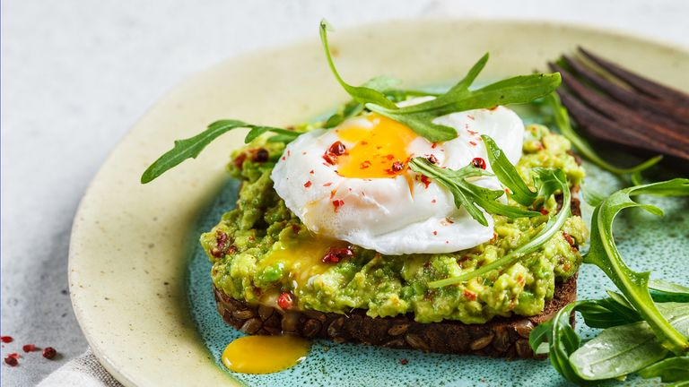 what-nutritionists-order-when-they-go-out-for-brunch-Avocado-Toast-1440x810