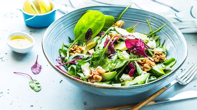what-nutritionists-order-when-they-go-out-for-brunch-Fresh-Salad-1440x810